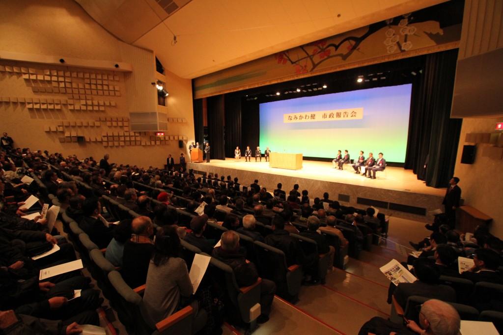 会場観客席と演台